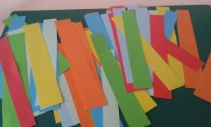 Tiras de colores para hacer la guirnalda