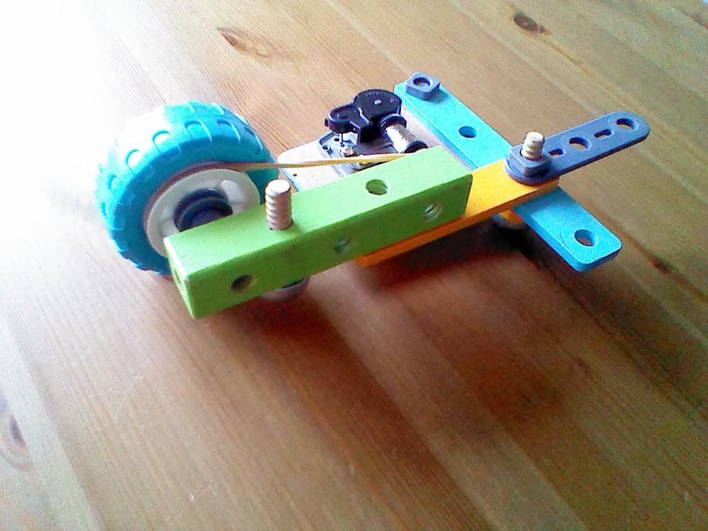 La llanta de la rueda también cumple la función de polea