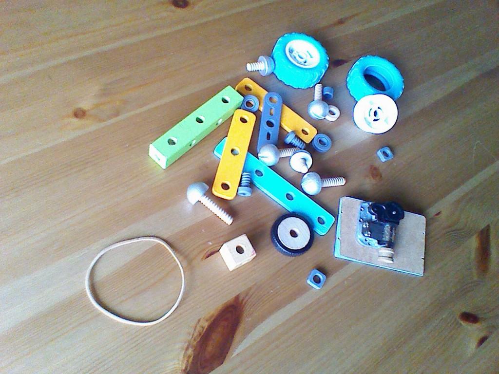 Todas las piezas del coche de cuerda