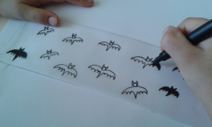 Pintamos murciélagos para los farolillos de Halloween