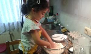 Haciendo pan con los niños