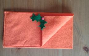 Porta cubiertos con el motivo navideño pegado