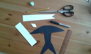 Materiales para hacer una golondrina de cartulina