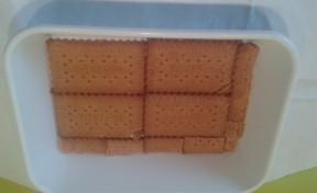 Primera capa de galletas en el molde