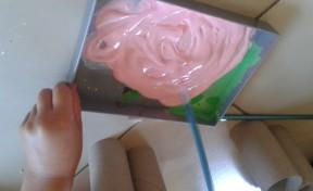 Mezclamos pinturas roja y blanca para obtener pintura rosa