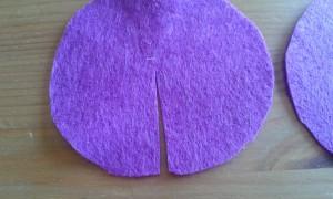 Círculo de fieltro con el corte para hacer el cono