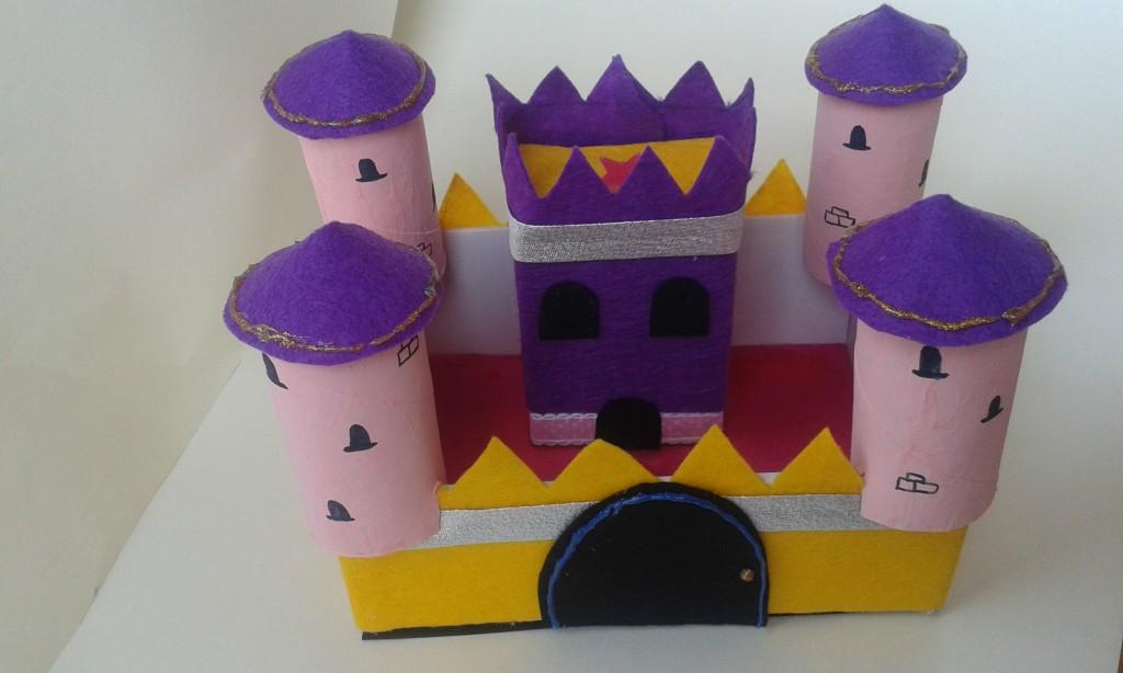 Un castillo de cartón y fieltro