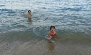 Disfrutando del mar al atardecer