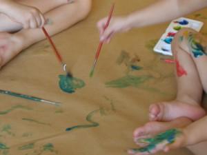 Un mural cooperativo desarrollando la creatividad infantil