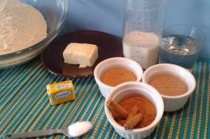 Ingredientes para hacer panecillos de canela y chocolate