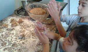 Los niños cocinando