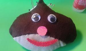 Castaña gigante con ojos, nariz y boca