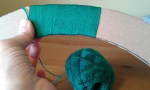 Forrando el aro con lana fina