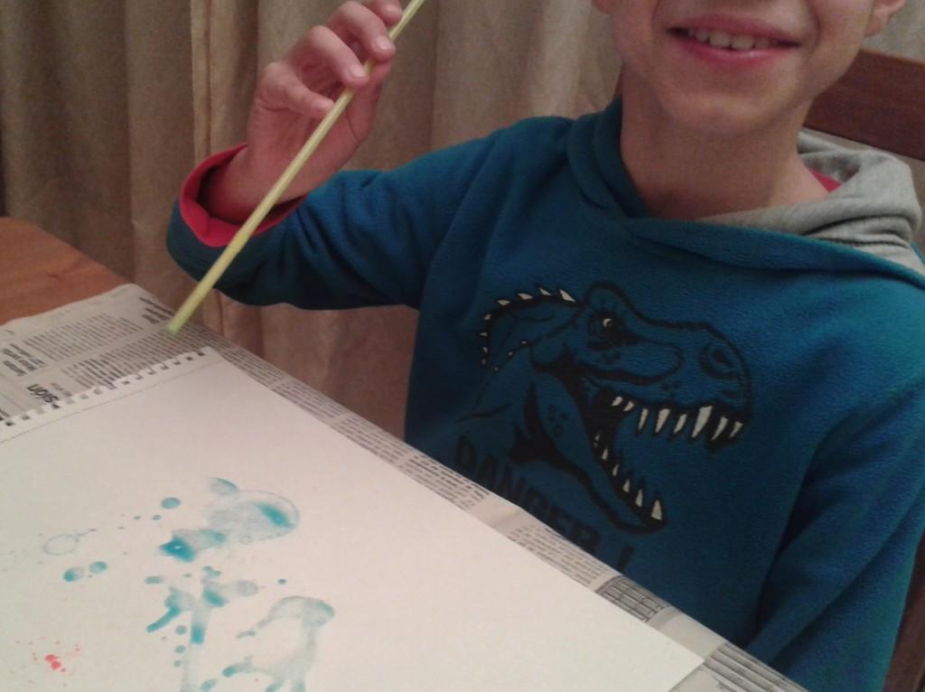 Pintar con burbujas de colores es gratificante