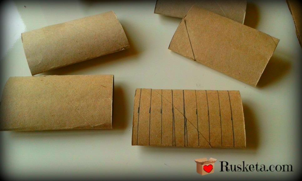 Rollos de papel de váter con las rayas marcadas