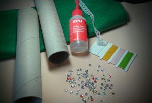 Materiales para hacer un guarda agujas con tubos de cartón reciclados
