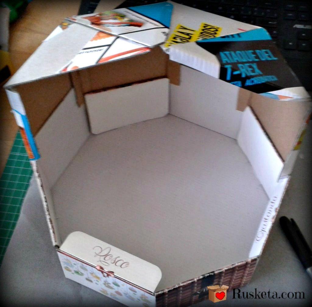 Con láminas de cartón hacemos la cúpula del circo