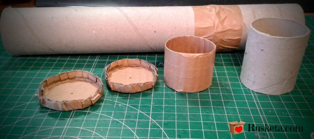 Decide las medidas de tu guarda agujas y corta el tubo de cartón