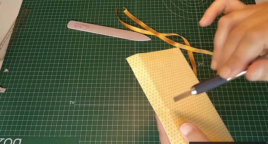 Perforación de la cartulina en la parte externa