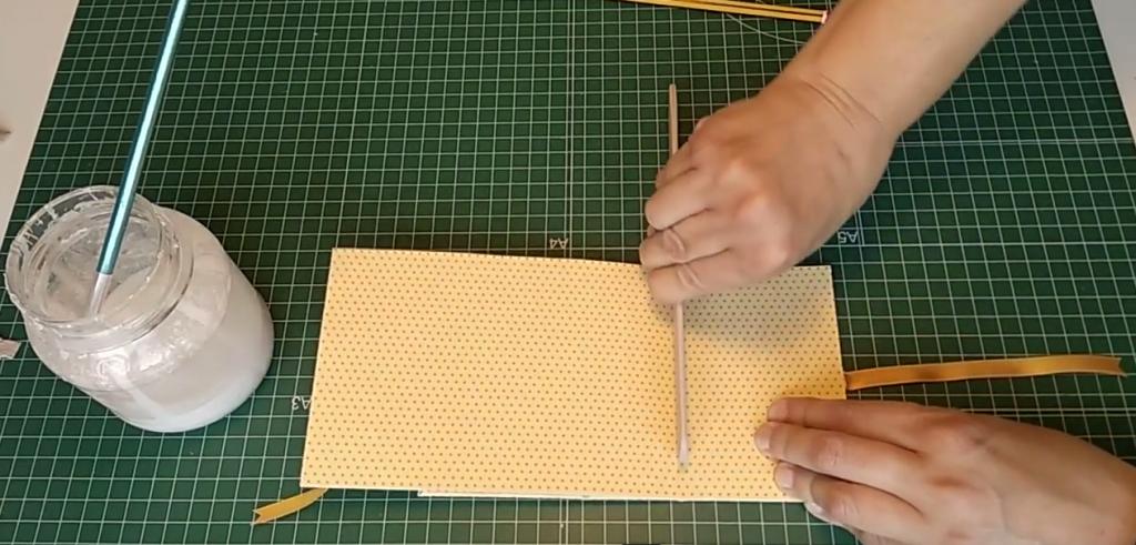 Haciendo los pliegues de la caja libro