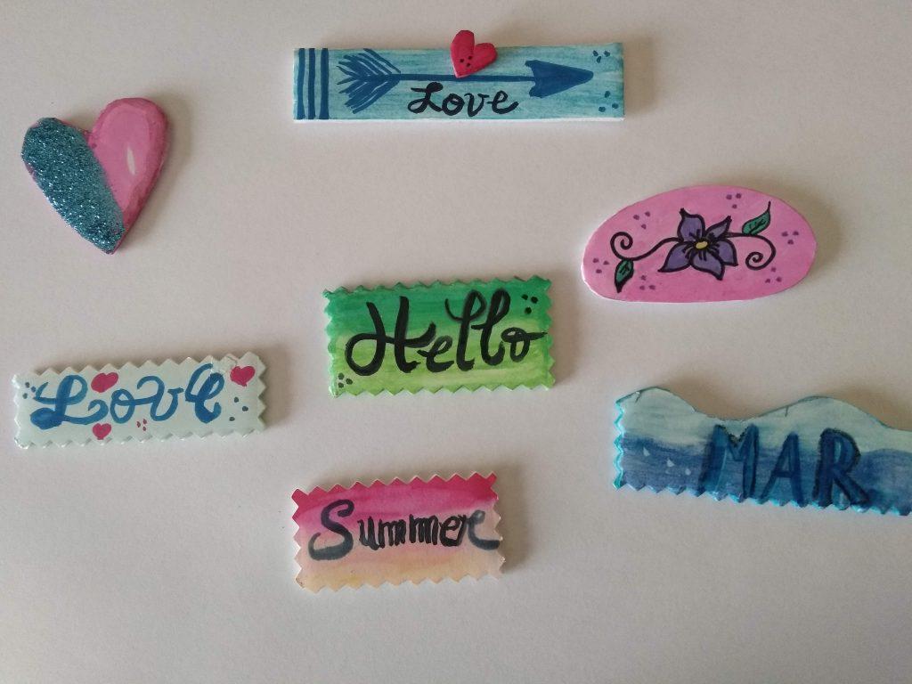 Ejemplos de cómo hacer stickers o pegatinas para scrapbook con cartón pluma