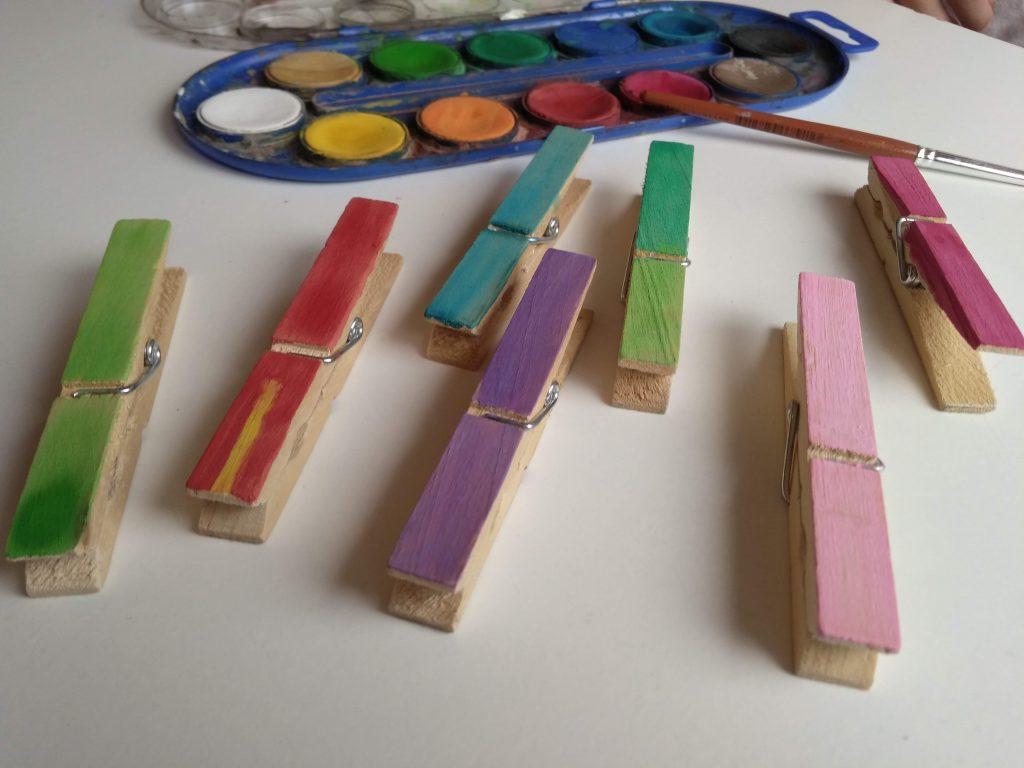 Pinzas pintadas de colores