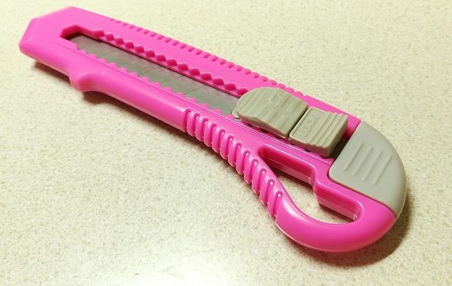 Cutter rosa para papel y cartón