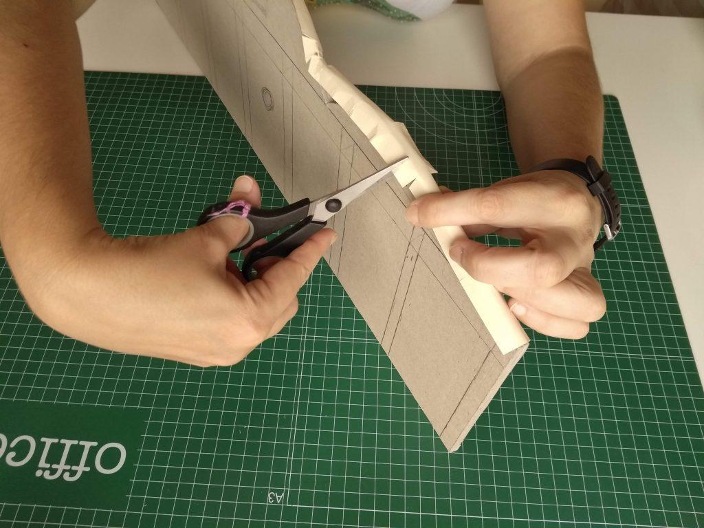 Detalle de la aplicación de la tira de la pieza base