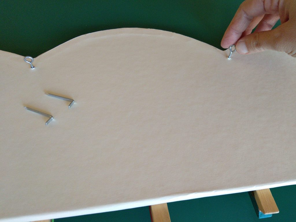Colocando las hembrillas en la pieza base