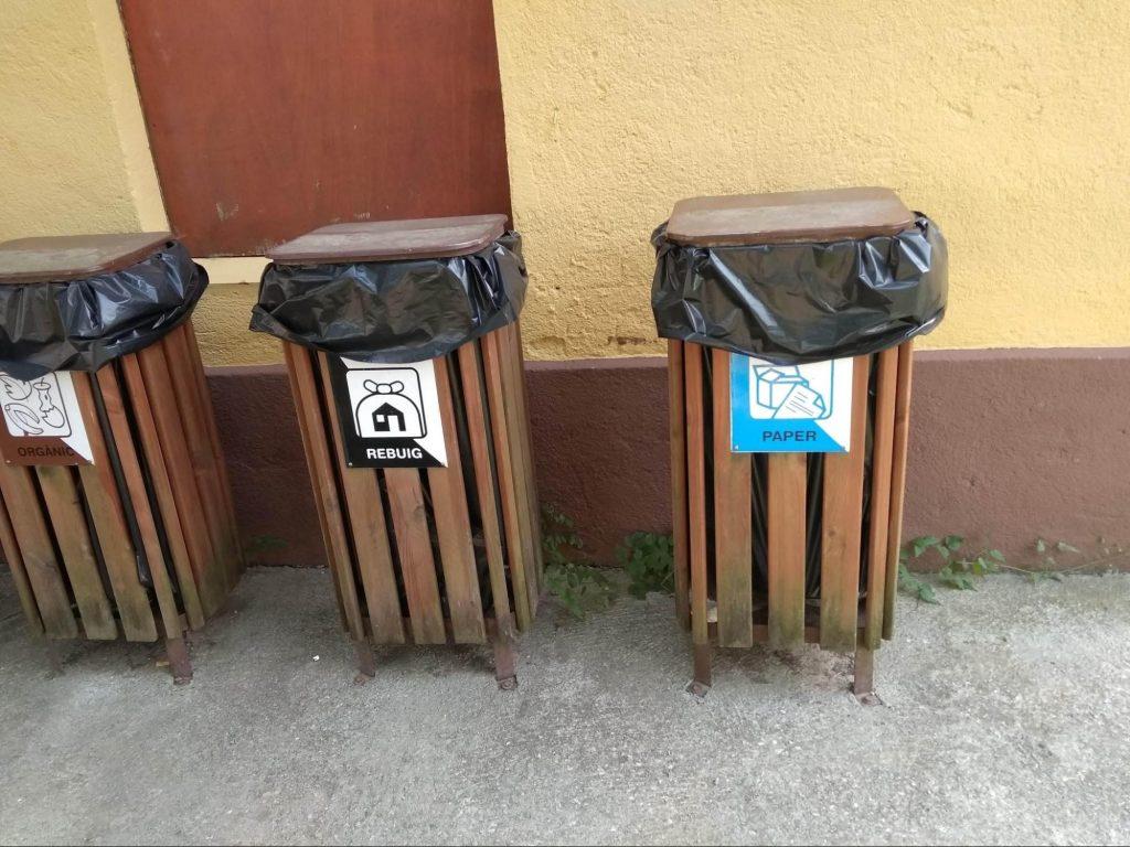 Contenedor para reciclar cartón
