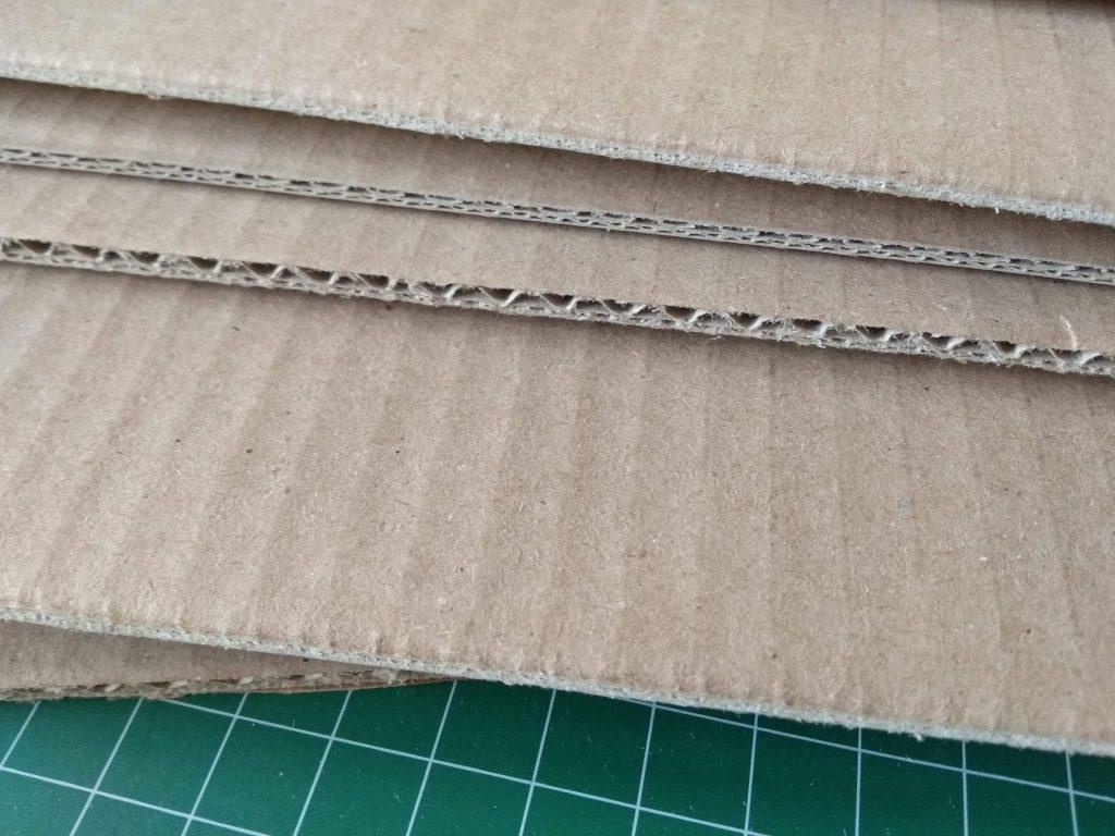 Cartón corrugado de diferente grosor