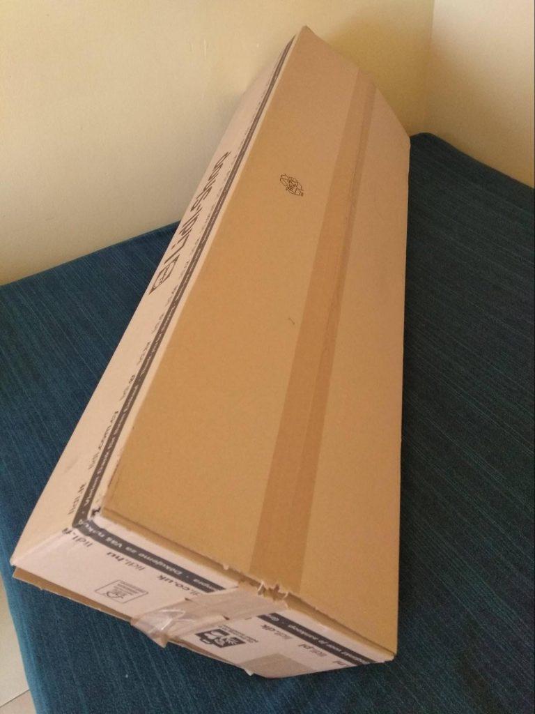 Caja grande para hacer un estante de cartón reciclado