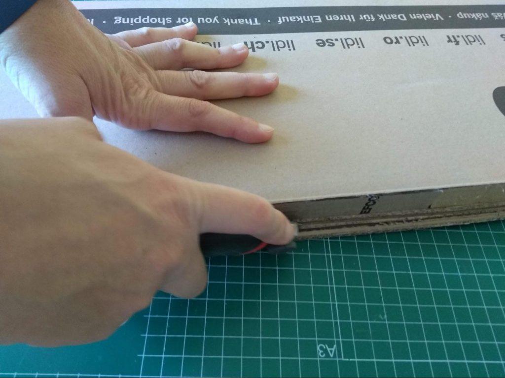 Ajustando las láminas de refuerzo al tamaño adecuado con la ayuda del cutter