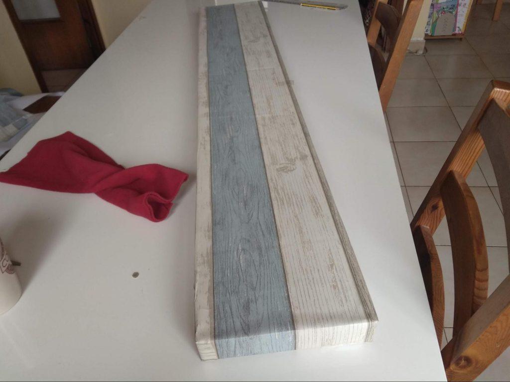 La estanteria de cartón ya forrada pero sin las patas