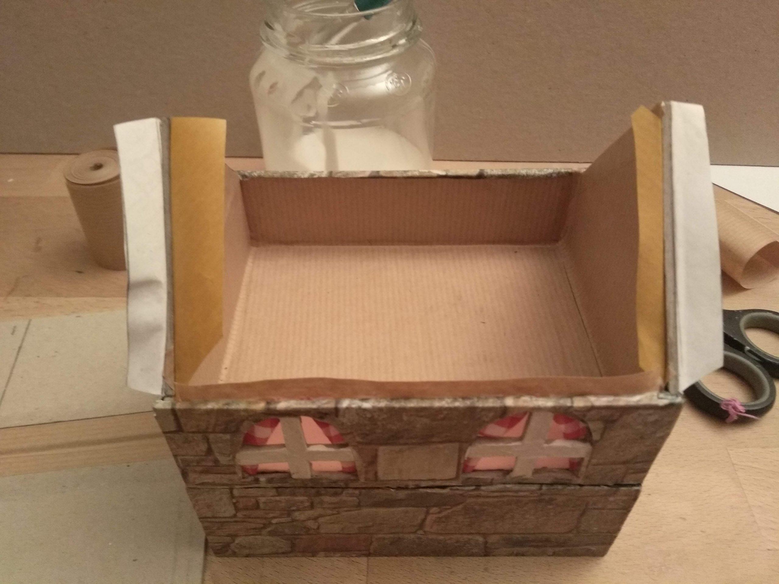 Margen de papel decorado para fijar el tejado