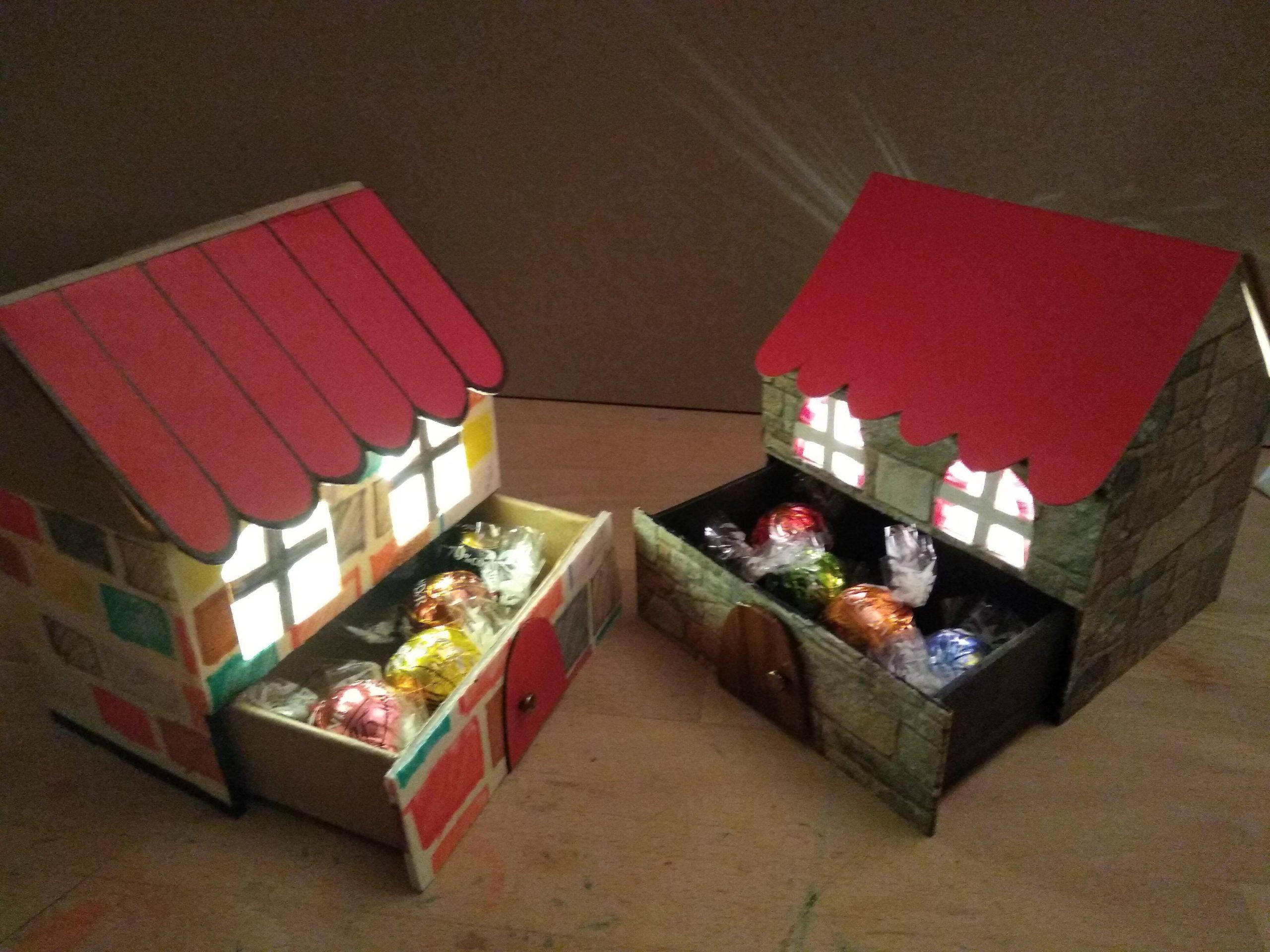 Casitas de cartón de Navidad con luces led y cajón secreto con bombones