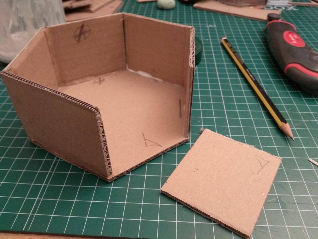 Cinco lados encolados al hexágono