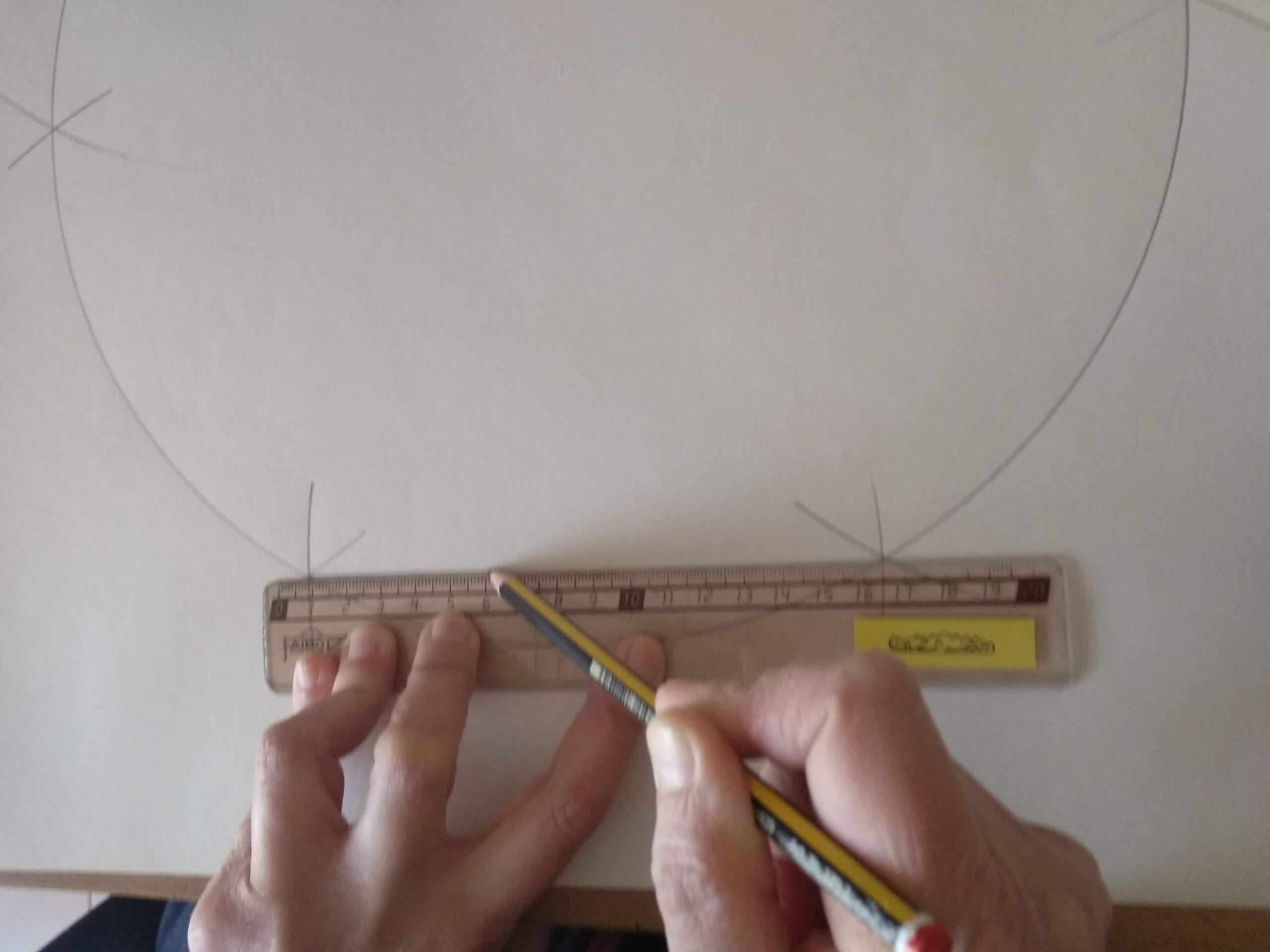 Uniendo las marcas con lápiz y regla para obtener un hexágono