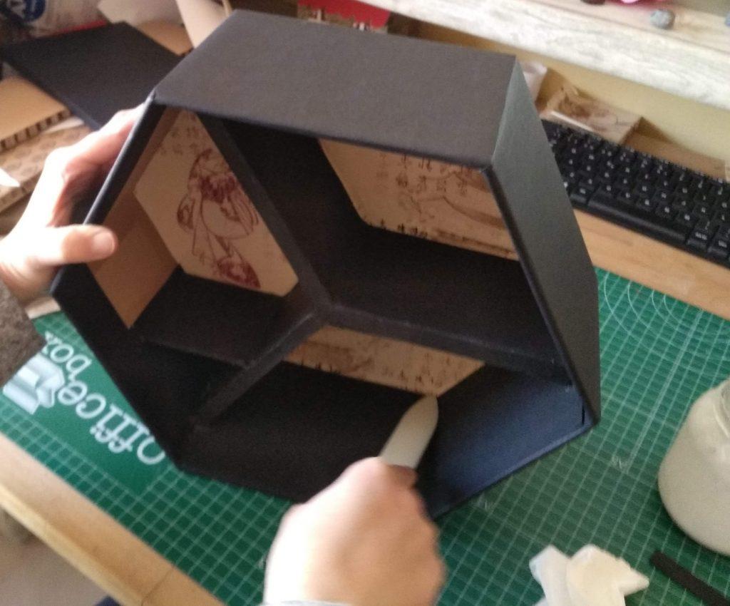 Aplicación del las piezas para forrar el interior de los lados