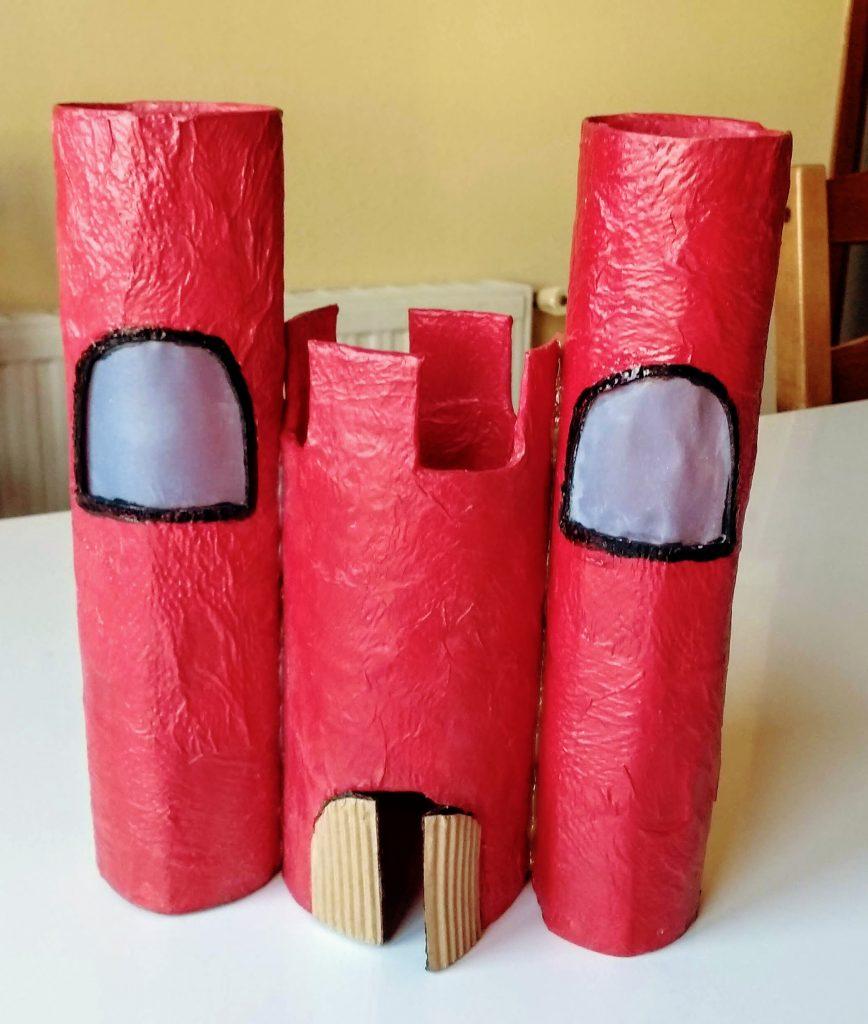 Castillo hecho combinando cartapesta y papel maché