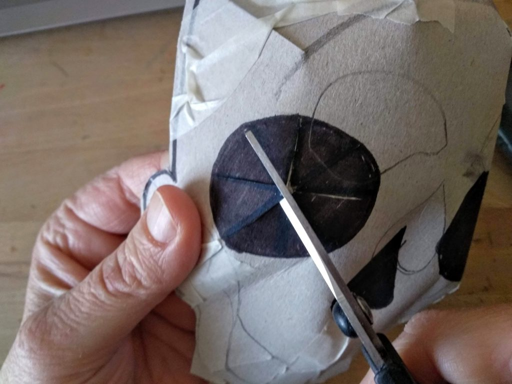 Cortado del cartón de la cuenca de los ojos