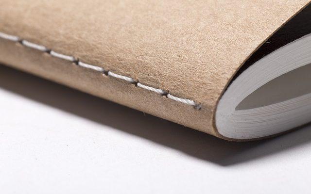 Libro encuadernado a mano