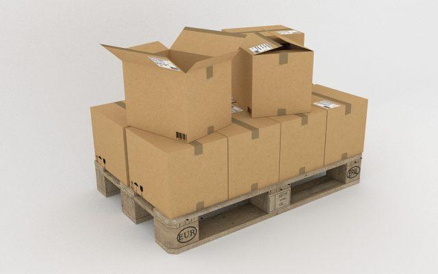 Varias cajas de cartón apiladas
